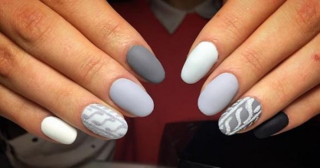Showstopping Gray Nails