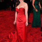 Emilia Clarke Hot Sexiest Pose
