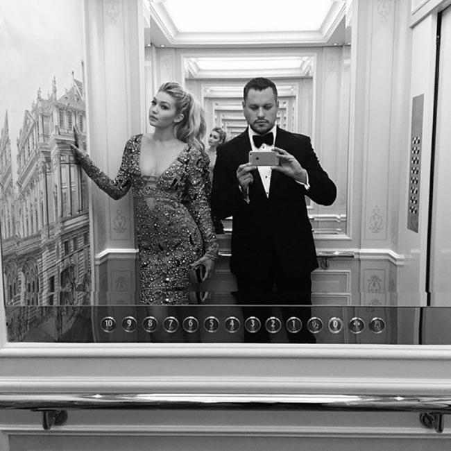 Gigi Hadid Looking Hot In Elevator Selfies