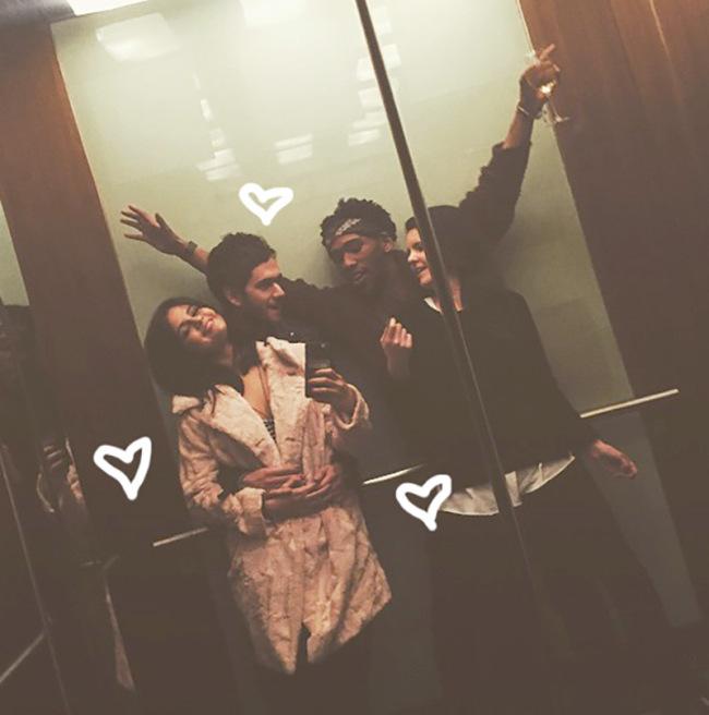 Selena Gomez Looking Hot In Elevator Selfies