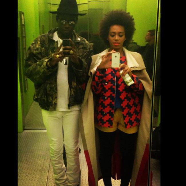 Solange Knowles Looking Hot In Elevator Selfies