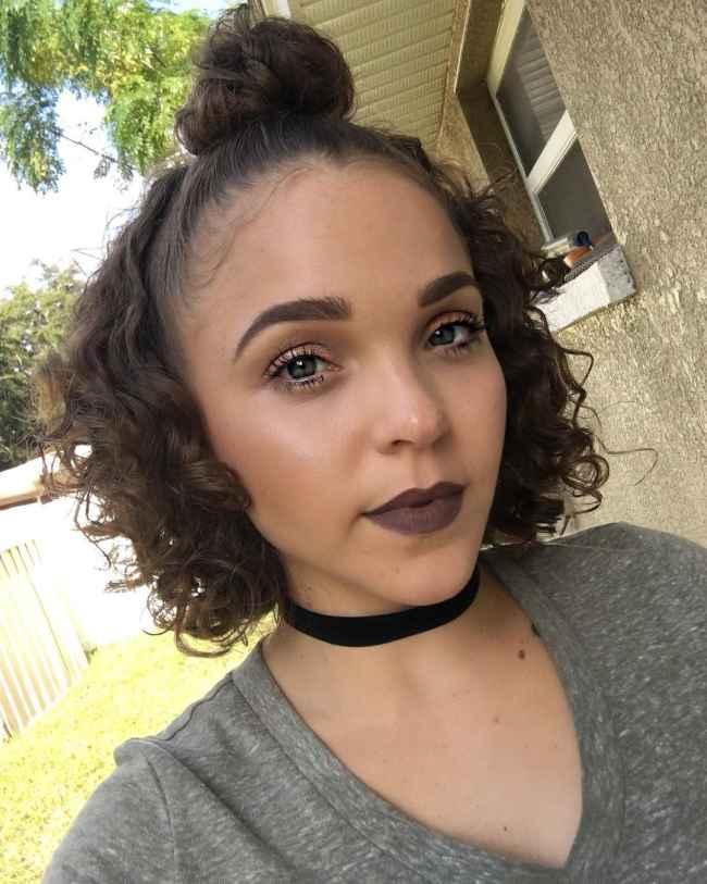 Niña's Half-Up Curly Bun