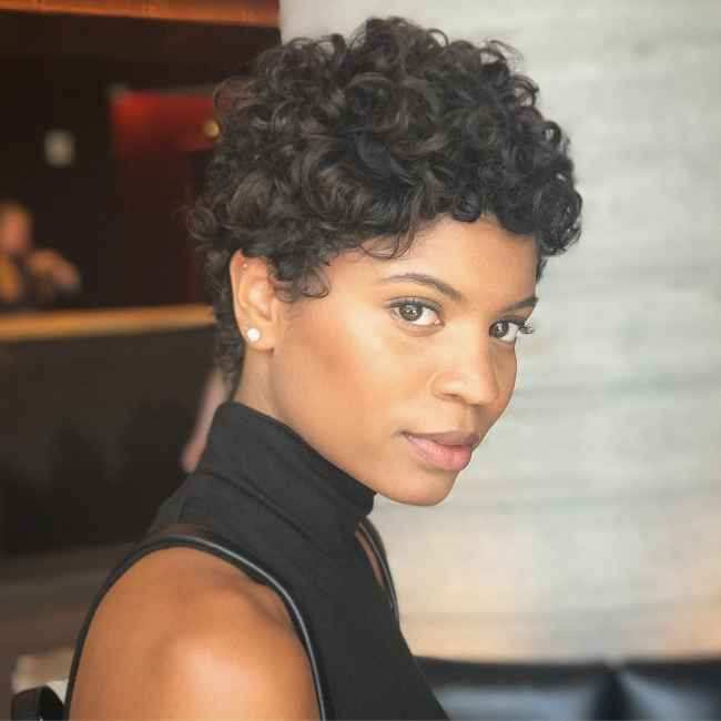 Renell Medrano's Curly Bob
